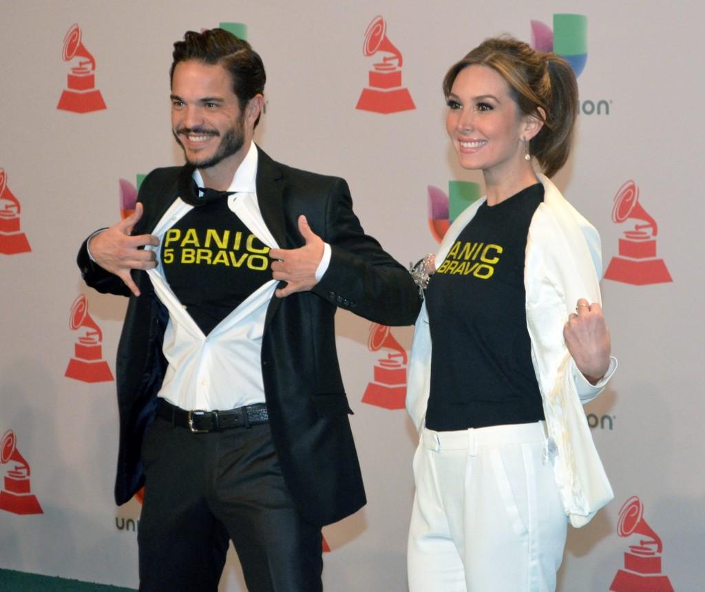 41120244. Las Vegas.- Kuno Becker y Catherine Papilei, durante la alfombra verde de los Grammy Latino 2014. NOTIMEX/FOTO/JUAN COSME/COR/ACE/