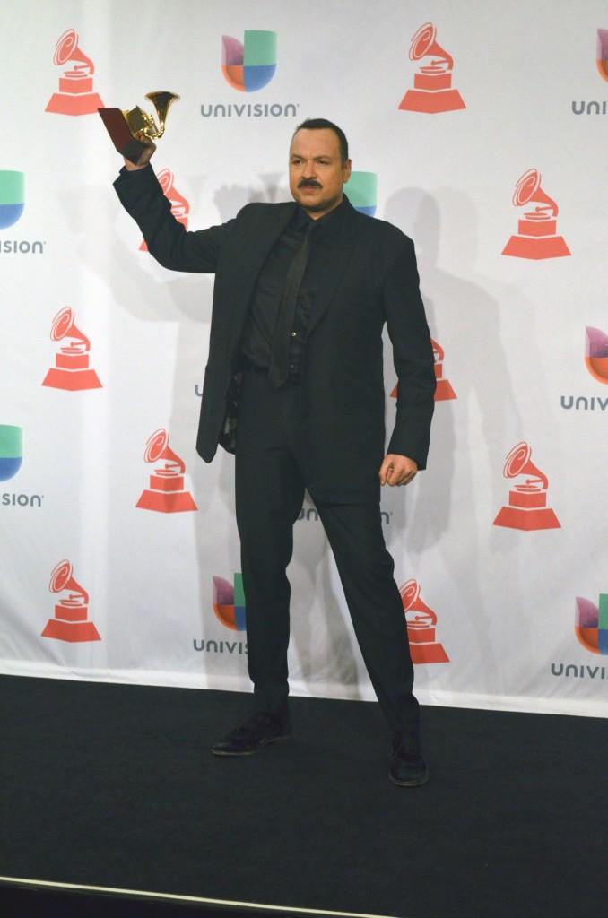 """41120259. Las Vegas.- Por """"Lástima que seas ajena"""", el cantante Pepe Aguilar ganó hoy el Grammy Latino en la categoría de Mejor Álbum Ranchero. NOTIMEX/FOTO/JUAN COSME/COR/ACE/"""