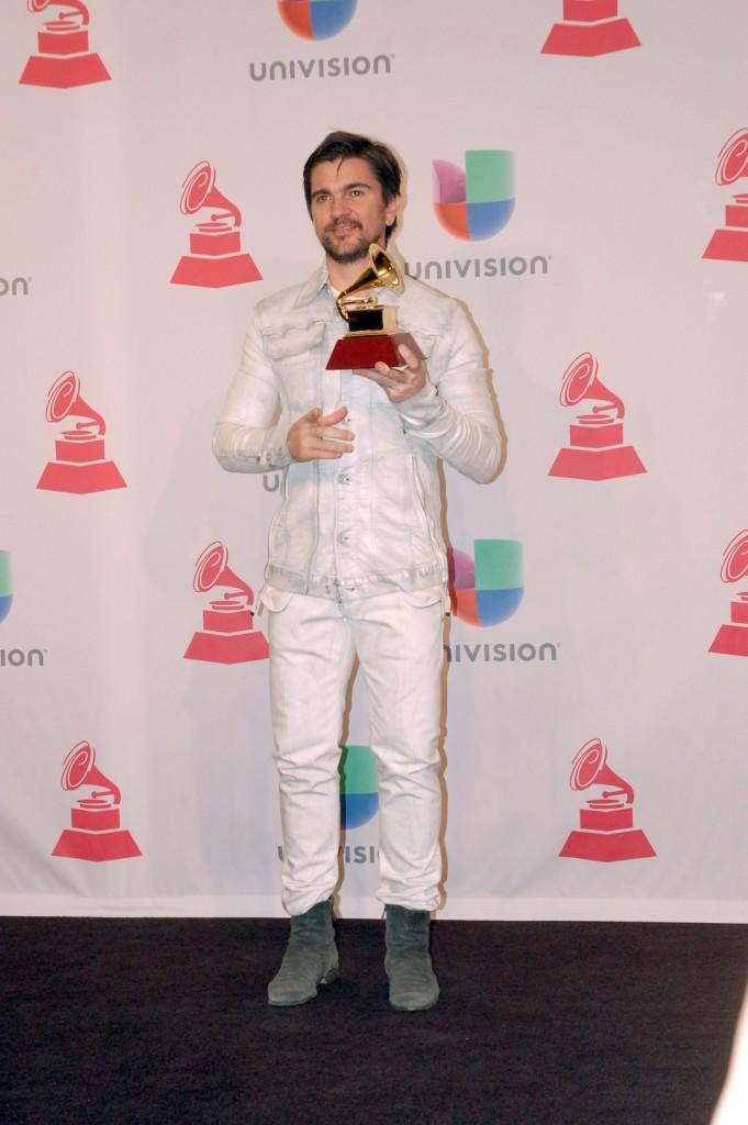 """41120287. Las Vegas.- El cantante Juanes triunfó como Mejor Álbum rock pop, por """"Loco de amor"""", durante los Grammy Latino 2014. NOTIMEX/FOTO/JUAN COSME/COR/ACE/"""