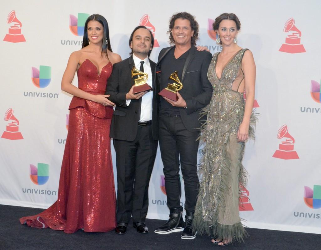41120313. Las Vegas.- Andrés Castro y Carlos Vives, ganadores de mejor canción tropical (premios a los compositores), durante los Grammy Latino 2014. NOTIMEX/FOTO/JUAN COSME/COR/ACE/