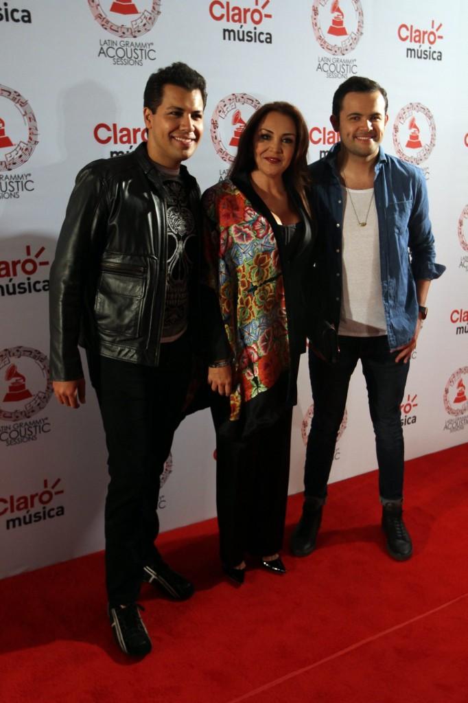50603224. México, D.F.- Rodrigo, Diego y Aida Cuevas desfilaron por la alfombra roja de Latin Grammy Acoustic Session 2015, realizada en el Centro Cultural Roberto Cantoral. NOTIMEX/FOTO/PEDRO SÁNCHEZ/PSM/ACE/