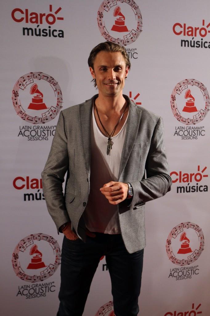 50603225. México, D.F.- El actor Alex Brizuela, desfiló por la alfombra roja de Latin Grammy Acoustic Session 2015, realizada en el Centro Cultural Roberto Cantoral. NOTIMEX/FOTO/PEDRO SÁNCHEZ/PSM/ACE/