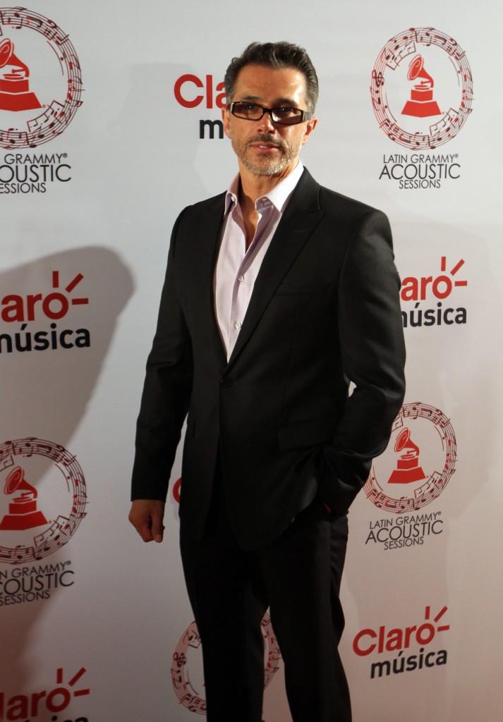 50603232. México, D.F.- El actor Sergio Mayer, desfiló por la alfombra roja de Latin Grammy Acoustic Session 2015, realizada en el Centro Cultural Roberto Cantoral. NOTIMEX/FOTO/PEDRO SÁNCHEZ/PSM/ACE/