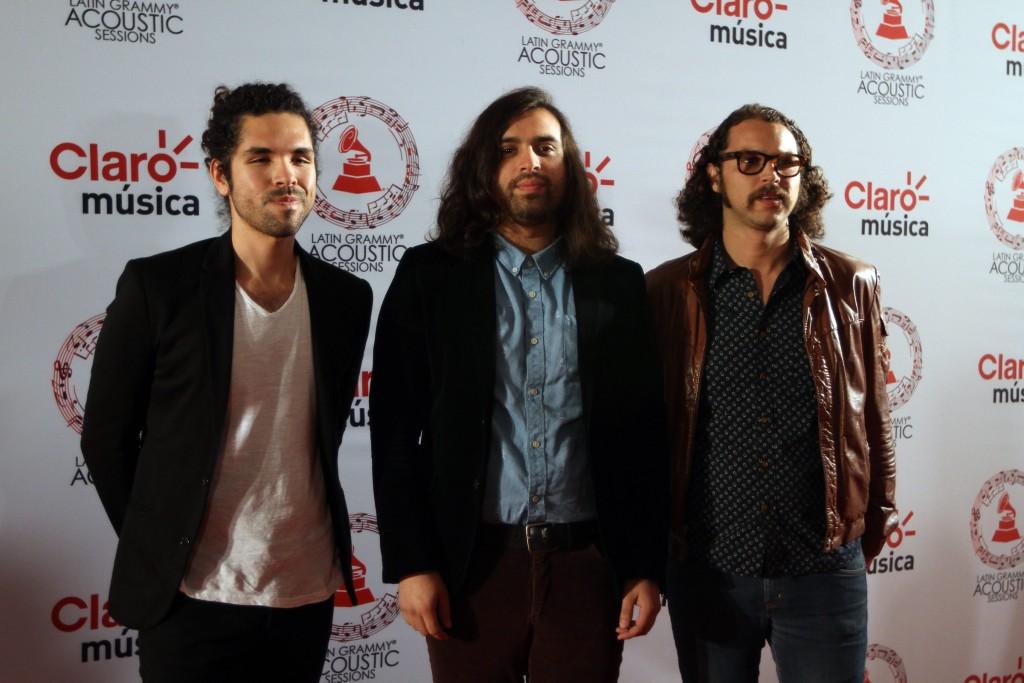 50603242. México, D.F.- La banda Enjambre, desfiló por la alfombra roja de Latin Grammy Acoustic Session 2015, realizada en el Centro Cultural Roberto Cantoral. NOTIMEX/FOTO/PEDRO SÁNCHEZ/PSM/ACE/