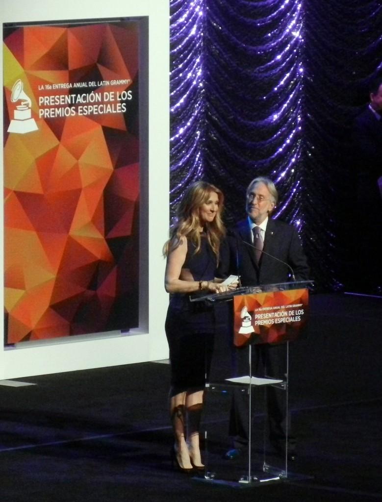 51118161. Las Vegas, 18 Nov. 2015 (Notimex-José Romero).- Los premios especiales de la XVI entrega anual de los Grammy Latino fueron entregados hoy aquí a leyendas vivientes de la música, en una emotiva ceremonia que contó con la sorpresiva asistencia de la cantante Celine Dion. NOTIMEX/FOTO/ JOSÉ ROMERO MATA/FRE/ACE/