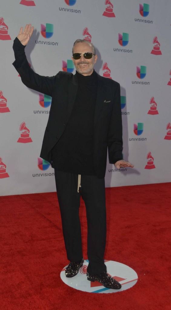51119205. Las Vegas, 19 nov 2015 (Notimex-Juan Cosme).- Miguel Bosé, desfiló por la alfombra roja de la XVI entrega anual del Grammy Latino, hoy en un casino de Las Vegas. NOTIMEX/FOTO/JUAN COSME/COR/ACE