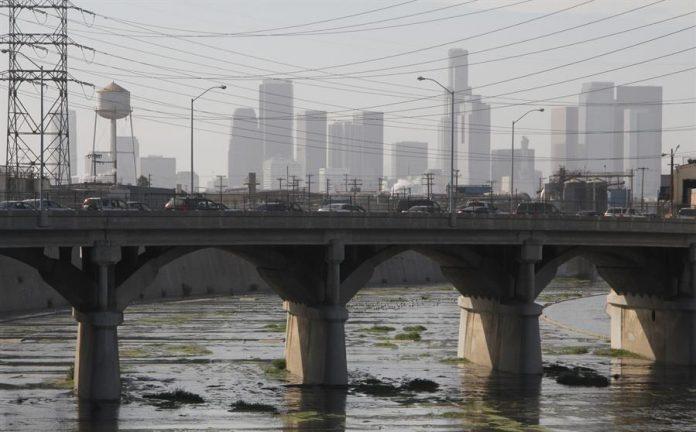 Los latinos muy preocupados con polución de aire y agua en California